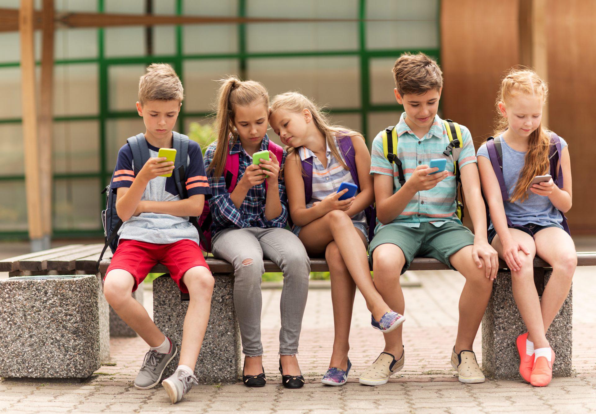 smartphone la scoala